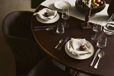 winter dining room table setting