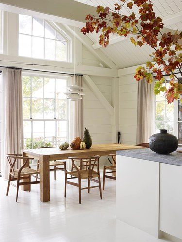 neutral modern dining room table centerpiece with wishbone chairs
