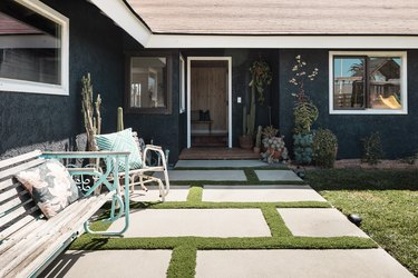 outdoor idea for backyard with stone pathway and patio furniture