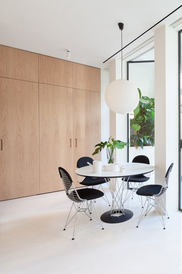 round dining table in small dining area