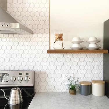 white honeycomb kitchen backsplash with white marble countertops
