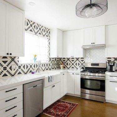 black and white patterned tile backsplash in modern kitchen