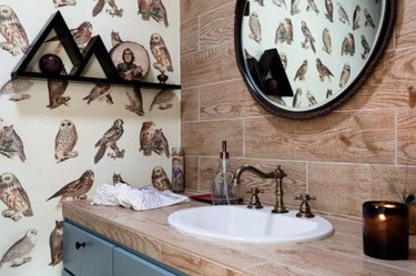 Wallpaper and wood grain add up to way charming.