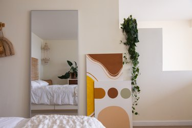 indoor plant idea with pot up high and foliage hanging down the wall