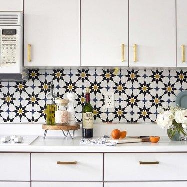 Kitchen Wallpaper Backsplash Idea by Delineate Your Dwelling