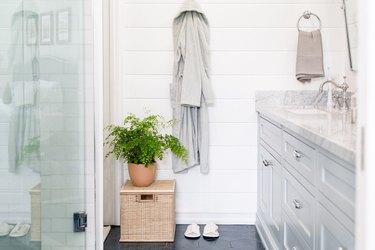 shiplap wall ideas in bathroom