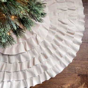 natural cotton ruffled tree skirt