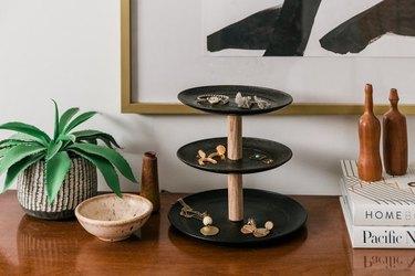 Three-tier jewelry stand using black plates.