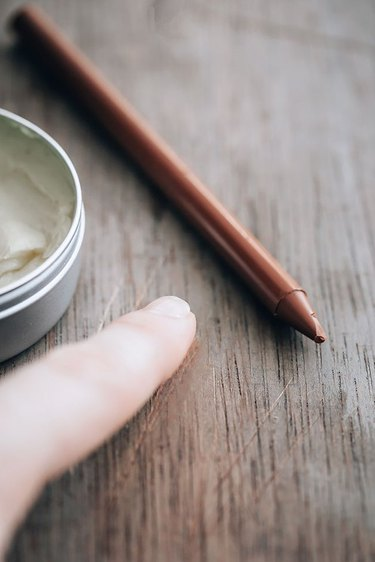 Removing a scratch from wood with crayon