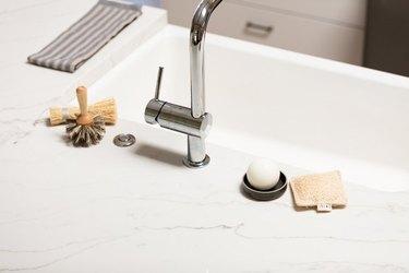 White kitchen farmhouse sink