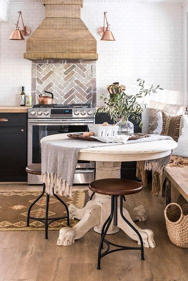 Kitchen with stone tile backsplash