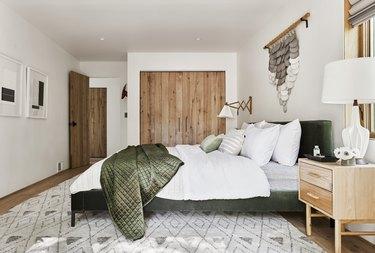 Scandinavian colors in green mountain house bedroom