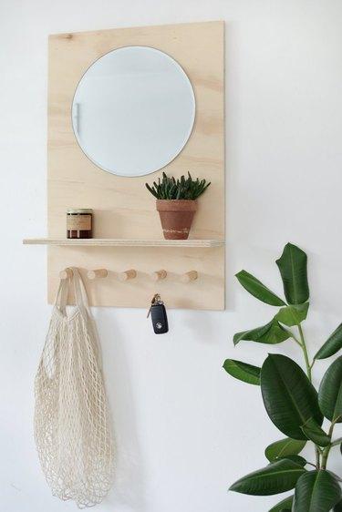 Wall-mounted plywood organizer - DIY