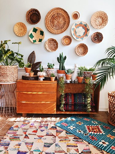 boho wall decor idea with woven baskets