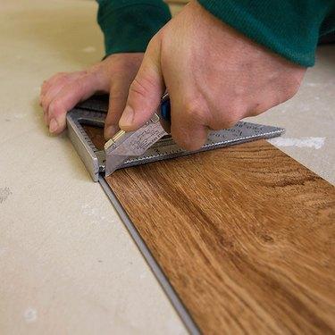cutting vinyl flooring plank