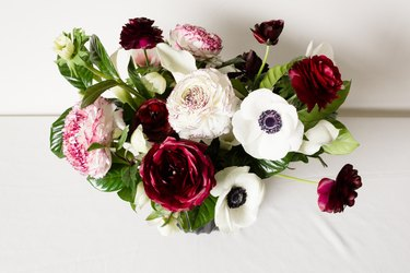 This DIY Valentine's Day Flower Arrangement Is Literally for Everyone