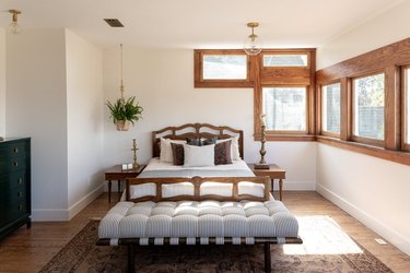 farmhouse bedroom with tufted cushion at bench