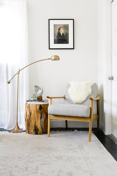 accent chair in guest bedroom idea