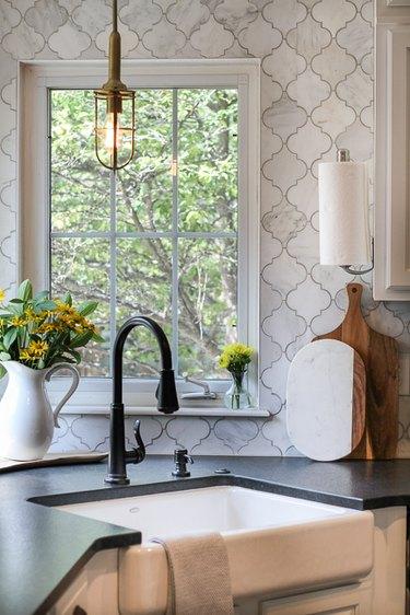 arabesque tile backsplash in the kitchen behind the sink