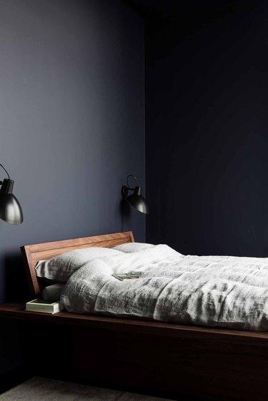 deep black minimalist bedroom idea