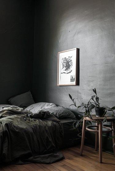 dark gray minimalist bedroom idea with layered textures