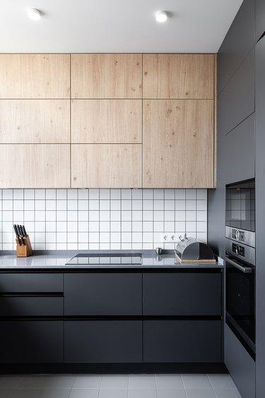 modern kitchen backsplash idea with white square tile and black grout