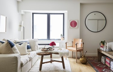 Cozy white living room idea