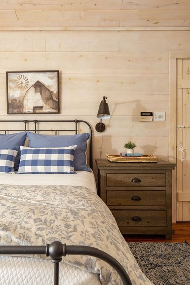 wall-mounted bedside lighting