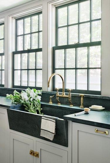 green marble kitchen