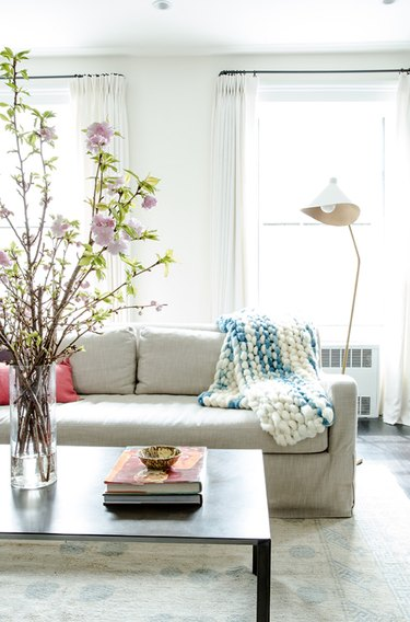 small living room idea with modern floor lamp and sofa