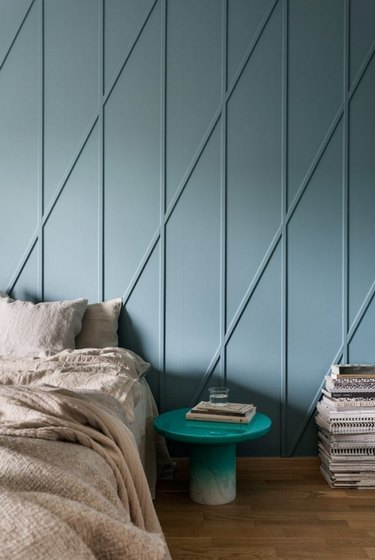 guest bedroom decorating idea with textured wall