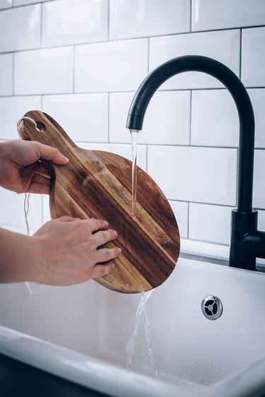 Rinsing wooden cutting board