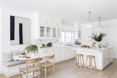 White  kitchen wall decor