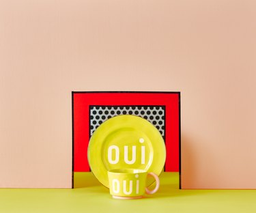 plates with the word Oui against a colorful backdrop