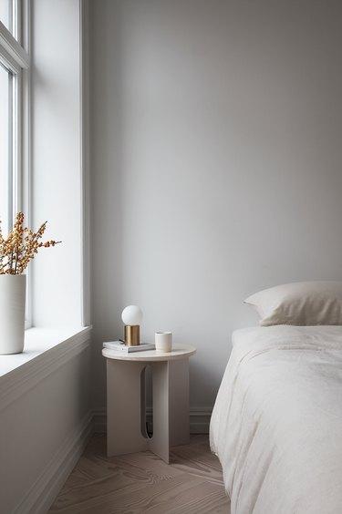 neutral minimalist bedroom idea