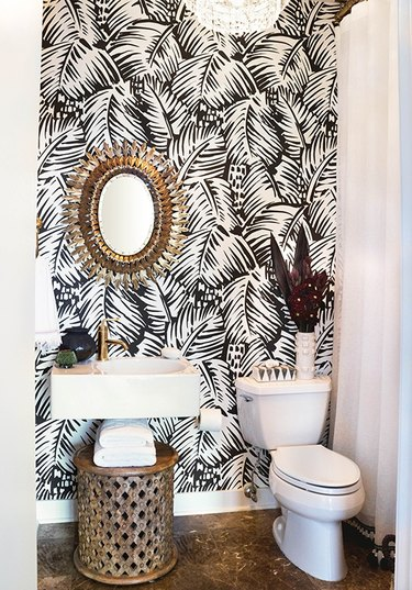 bathroom wallpaper idea with palm leaf wallpaper