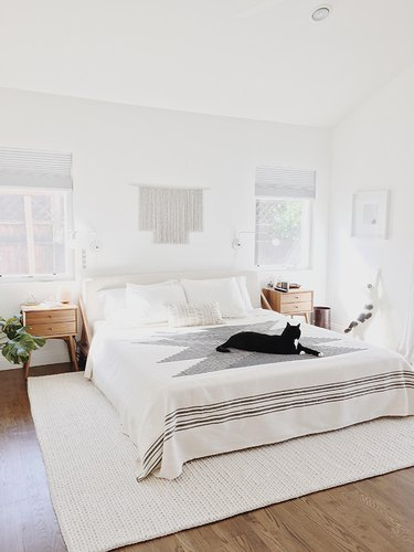 White bedroom ideas with texture