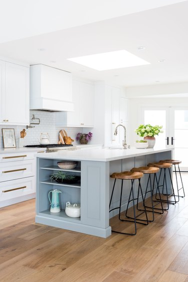 traditional kitchen island ideas with seating and white range hood