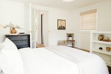 White, minimal bedroom