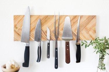 Herringbone knife rack