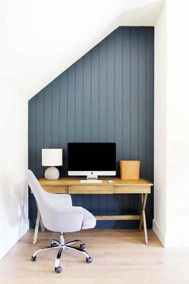Benjamin Moore paint color Hale Navy in home office