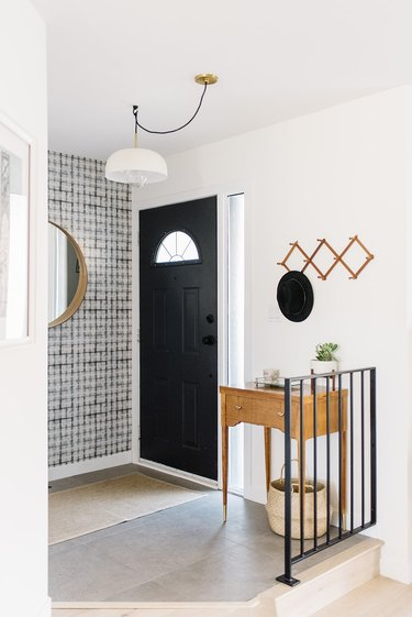 Benjamin Moore paint color Simply White in entryway