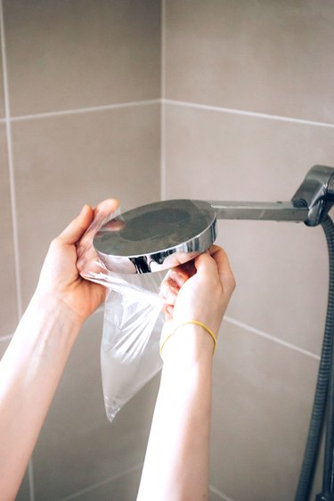 Cleaning showerhead with vinegar