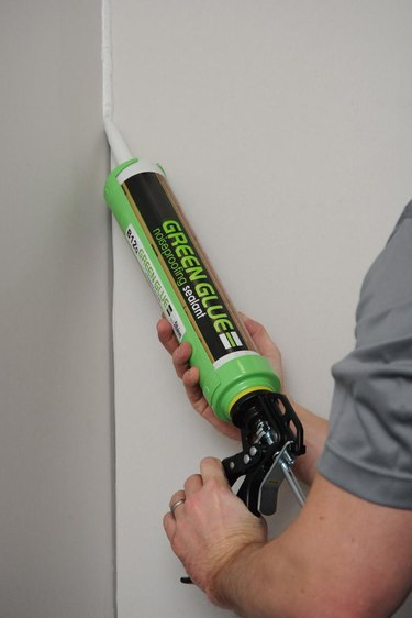 Green glue noise-proofing compound.