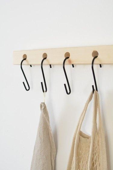 DIY bedroom idea S-Hook shelf