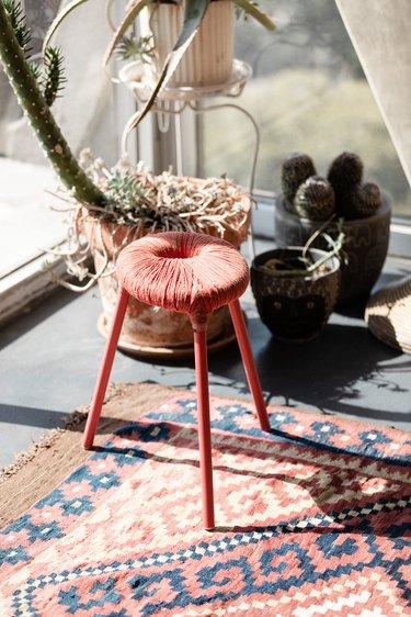 Iris Alonzo loft - IKEA stool