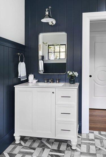 small traditional bathroom vanity idea