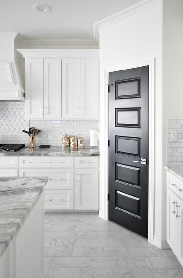 modern white kitchen cabinet hardware idea with clear acrylic pulls