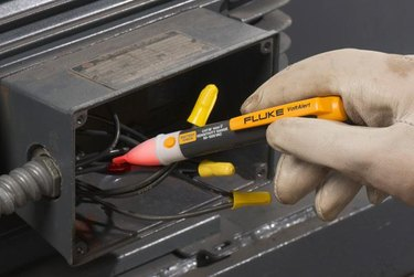 Electrical voltage tester
