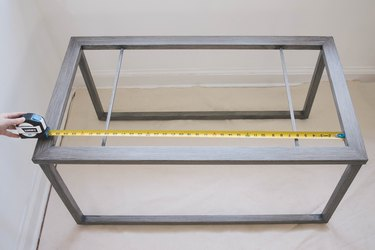 Measuring table dimensions with HART measuring tape